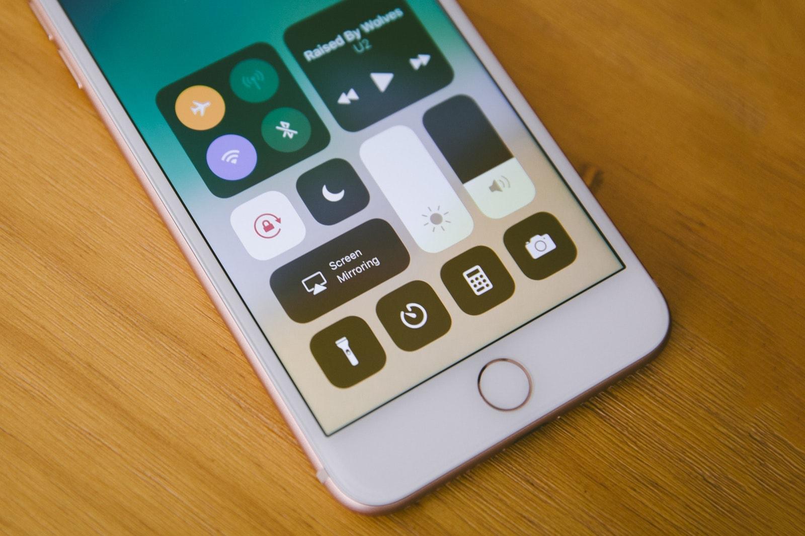 告訴你買 Apple iPhone 8 而非 iPhone X 的理由