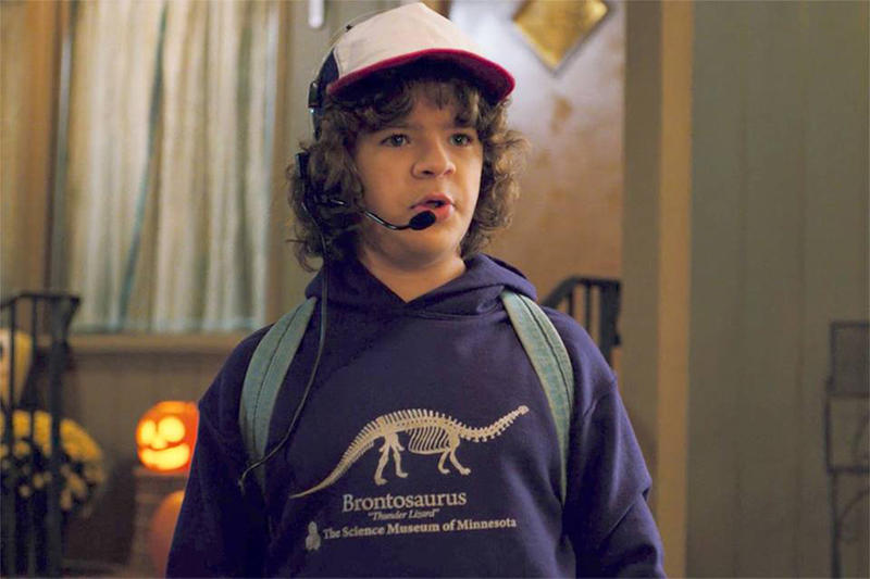 《Stranger Things》主角 Dustin 穿的「雷龍 Hoodie」造成廣大影迷瘋搶!