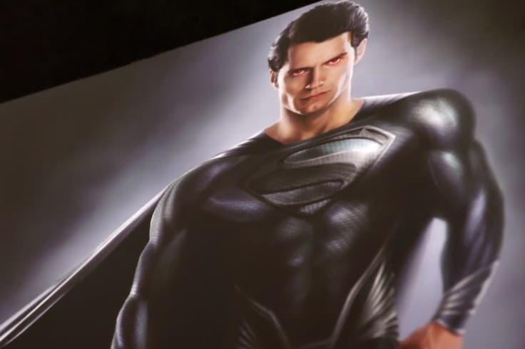 Superman 為何沒身著黑色超人裝出現在《Justice League》?