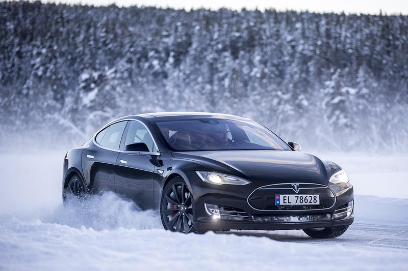 雪上加霜?Tesla 召回全球 123,000 台 Model S 電動車進行維修