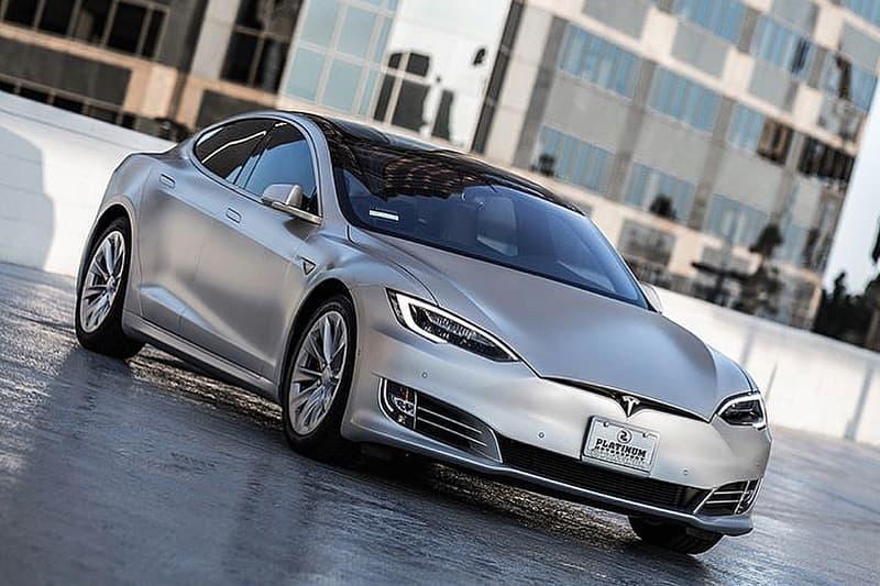 Kanye West 及 Kim Kardashian 獲贈 Matte Silver 專屬配色之 Tesla Model S