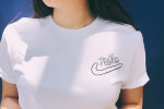 Picture of Swoosh 之變奏-Nike x STOMACHAE. 別注 Logo Print Tee