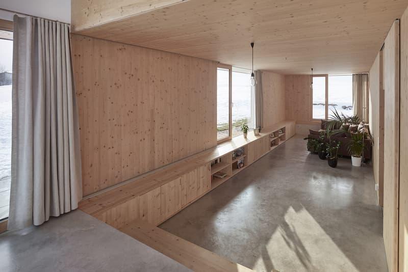 走進奧地利北部群山環繞的極簡住宅「House With Gable」