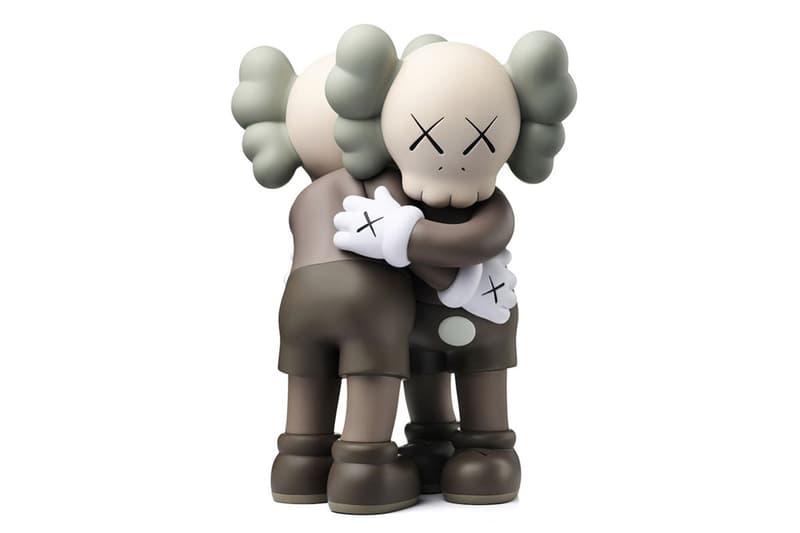 KAWS 帶來全新 Companion「TOGETHER」人偶雕塑擺設