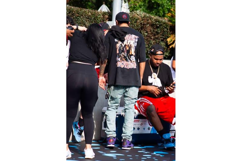 Travis Scott x Air Jordan 4 紫色版本實物細節曝光