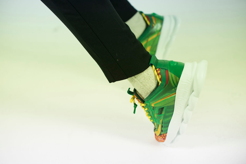 為 Chunky Sneakers 注入奢華美學-Versace 帶來全新鞋款 Chain Reaction