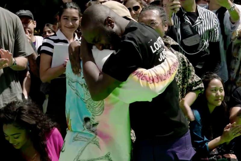 Virgil Abloh 在 Louis Vuitton 2019 春夏系列時裝秀與 Kanye West 相擁而哭