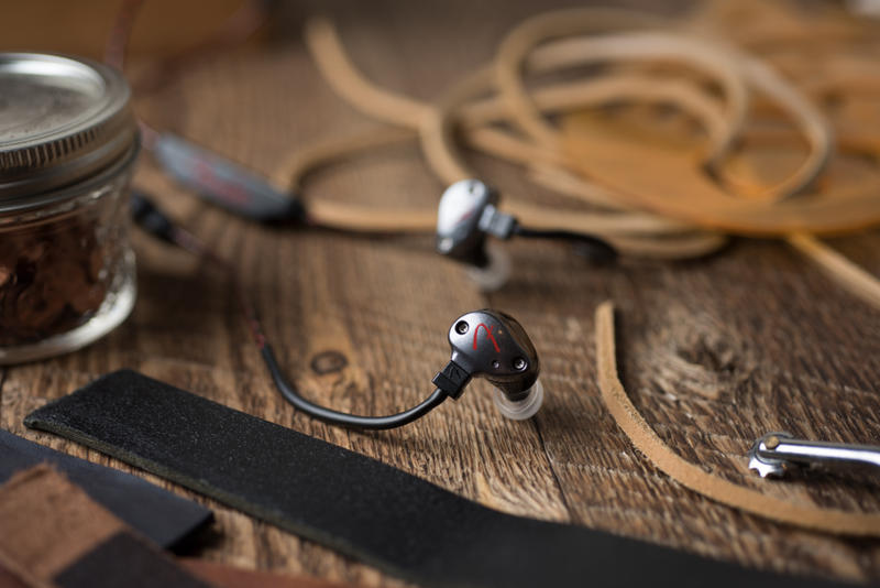 Fender 推出全新 PureSonic 系列耳機
