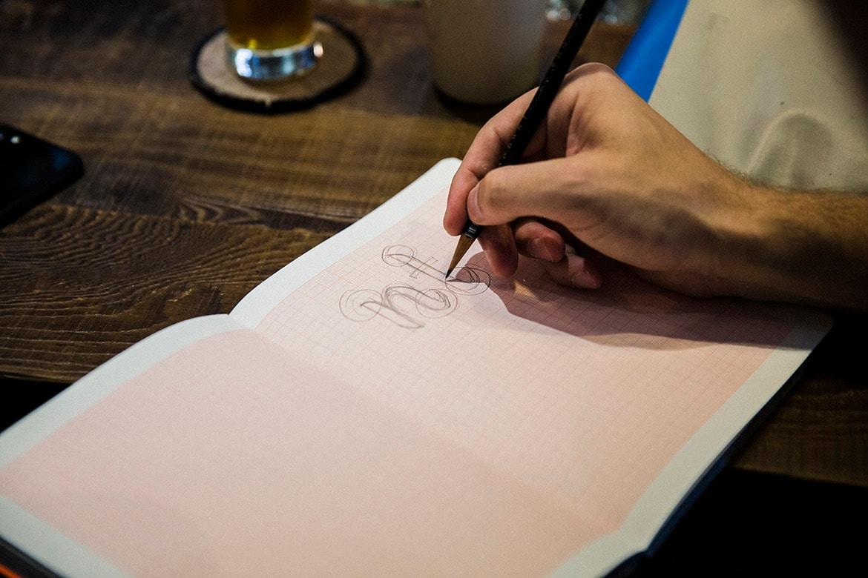 HYPEBEAST 專訪瑞典藝術家 Letter Boy 談論英文書法與手寫字工藝