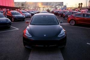 交車在望?!Tesla 終於達成 5,000 台每周產量