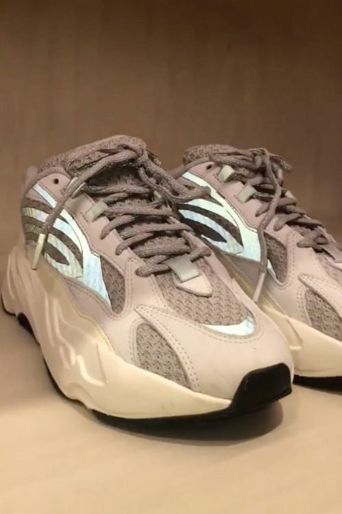 近距離開箱!Kim Kardashian 揭露多雙尚未發售的 YEEZY 球鞋設計