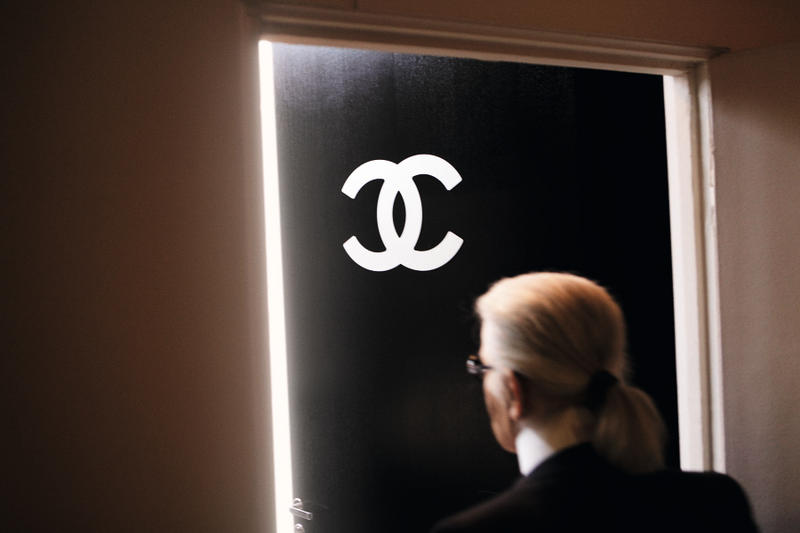 Chanel 推出《CHANEL - FINAL FITTINGS AND BACKSTAGE》影集