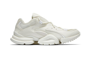 Reebok 推出「Chalk」配色 Run.r 96 及 Sock Run.r 鞋款