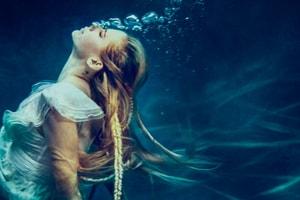 五年等待!Avril Lavigne 釋出新歌《Head Above Water》透露罹病心情