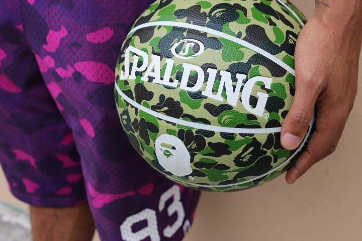 A BATHING APE® x Spalding 聯乘猿顏樣迷彩籃球