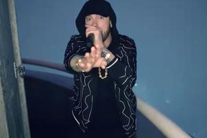 Eminem 登頂帝國大廈演唱《Venom》主題曲