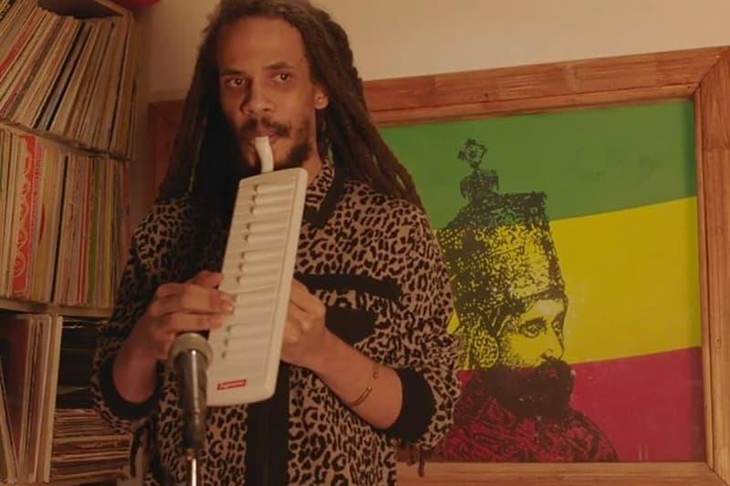 Supreme 找來 Addis Pablo 演繹本周聯口風琴聯乘新品