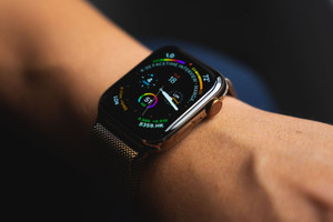 Apple 悄來 USB-C 版本 Apple Watch 磁力充電器
