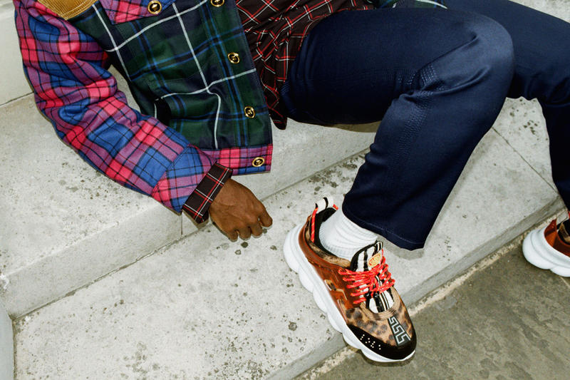 Versace 於倫敦街頭打造注目鞋款 Chain Reaction 之造型特輯