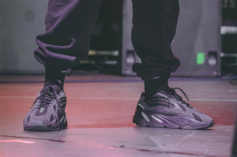 Kanye West 曝光 YEEZY BOOST 700 V2 全新「Triple Black」配色