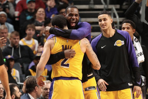 未來是你的!LeBron James 與 Lonzo Ball「同場大三元」率 Lakers 擊退 Hornets