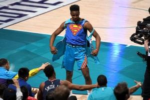 NBA 全明星賽 -Hamidou Diallo 飛越 Shaquille O'Neal 後單臂掛框扣籃勇奪冠軍