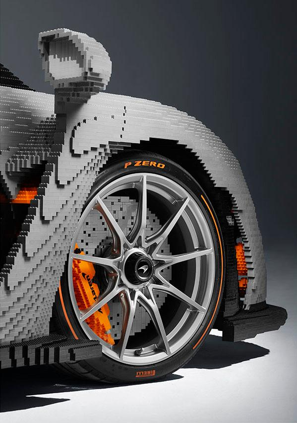 共 50 萬塊積木!LEGO 打造 1:1 McLaren Senna 超跑模型