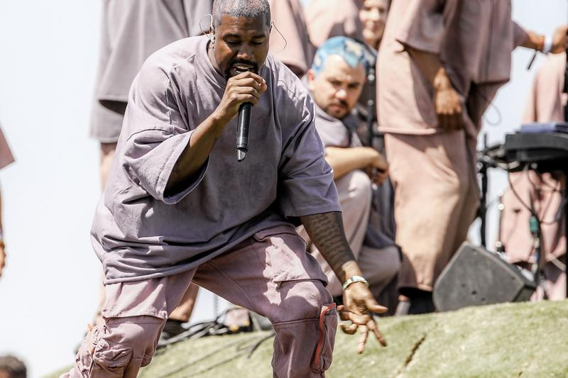 Kanye West 於 Coachella 舉辦的 Sunday Service 現場「雜草」遭網民拍賣