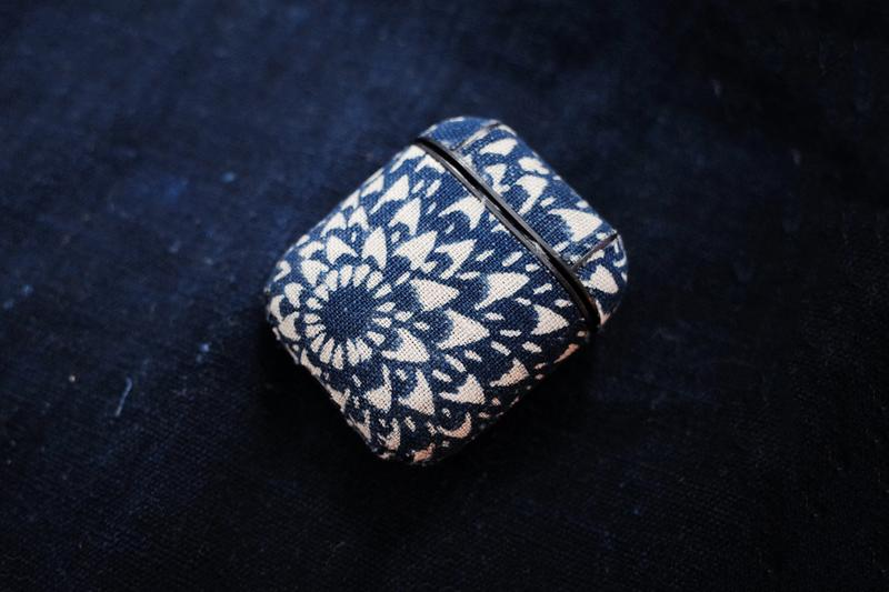 Simple Union 選用日本百年古布打造 Air Pods 充電盒保護套