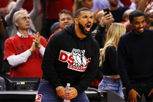 Toronto Raptors 贈予 Drake 價值 $769,000 美元定製外套
