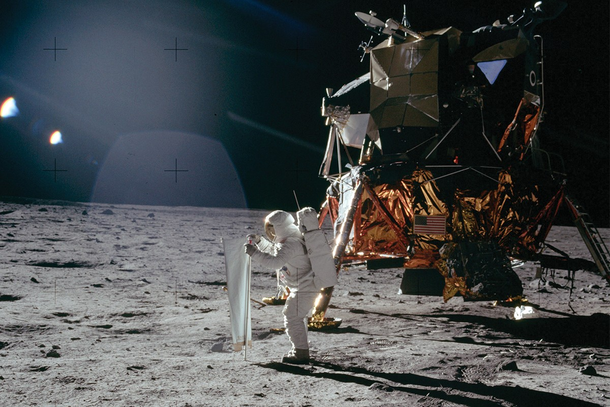 moon landing conspiracies - HD 2476×1651