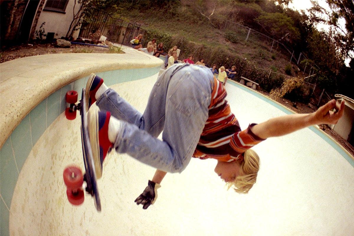 《Stranger Things》第三季 Max Mayfield 參透西岸加州 80 年代風潮