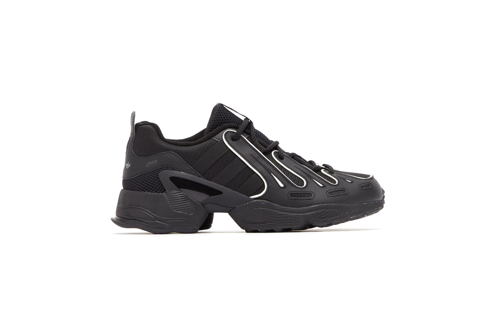 本日嚴選 10 款黑色鞋履入手推介