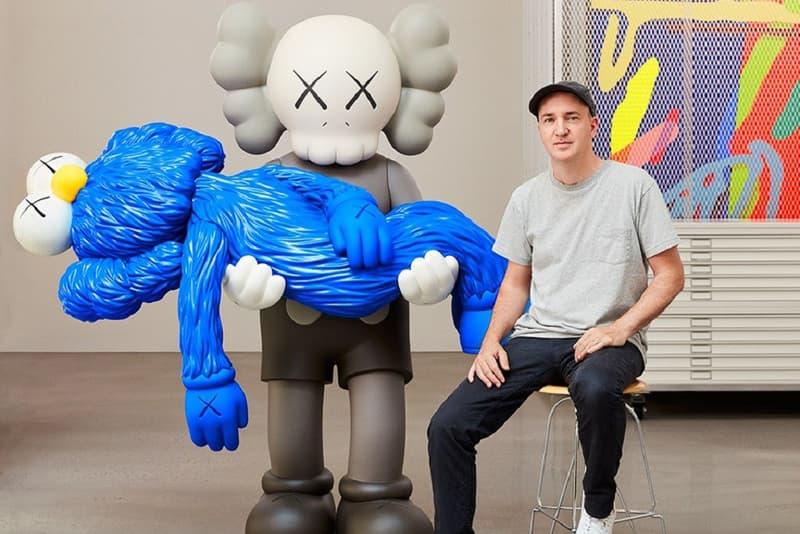 KAWS 為維多利亞國家美術館展覽披露全新搪膠模型