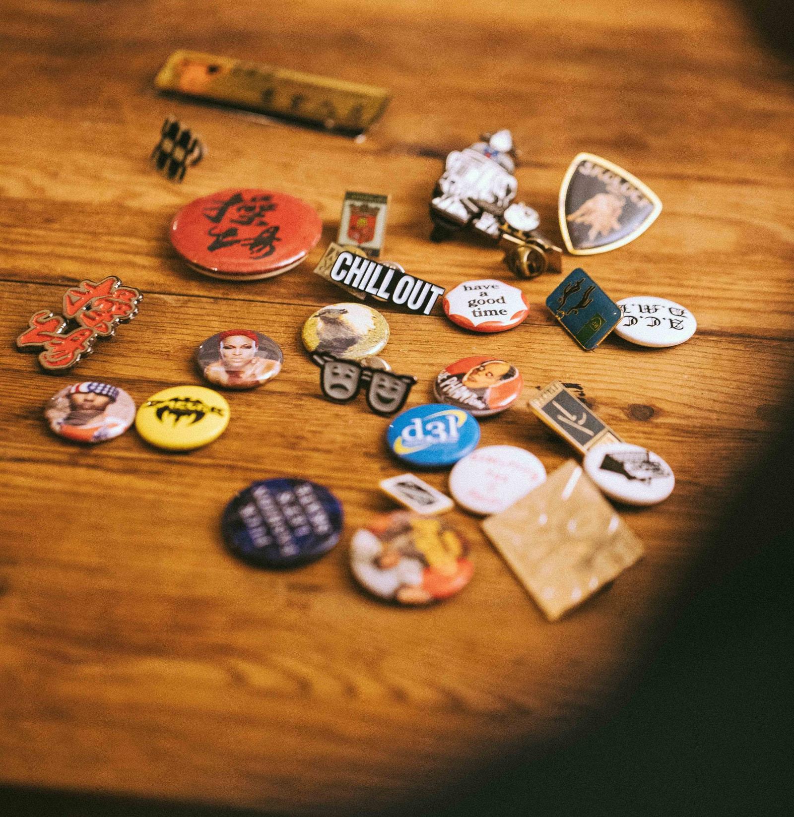不只是玩物!行家對談 Pins 收藏和搭配 BUYER'S GUIDE