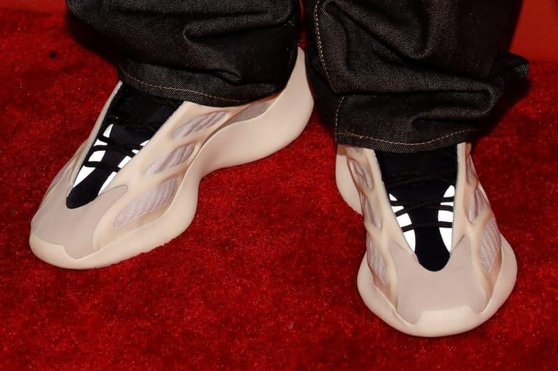 adidas 全新鞋款 YEEZY BOOST 700 V3「Azael」實鞋夜光效果曝光