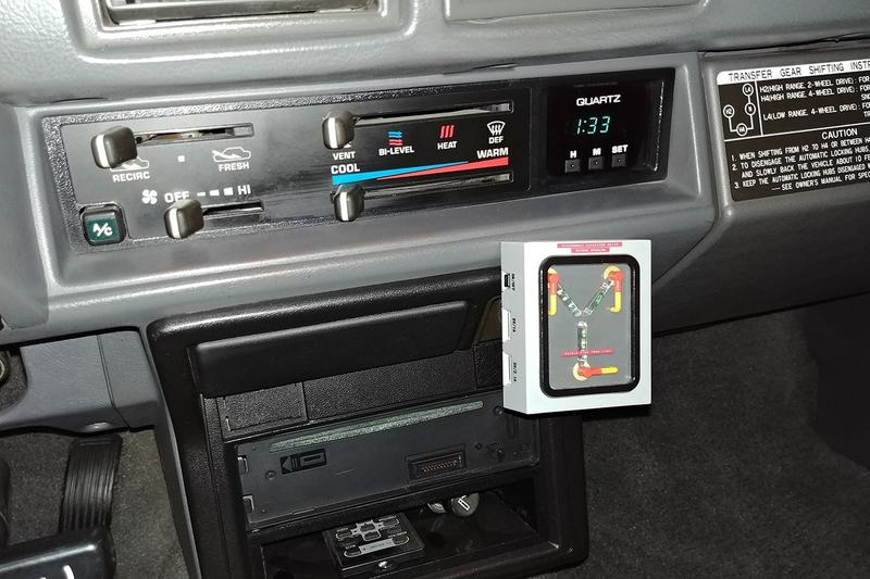 逼近《回到未來》原版 − 1985 Toyota SR5 貨卡全新改裝款式現正進行拍賣
