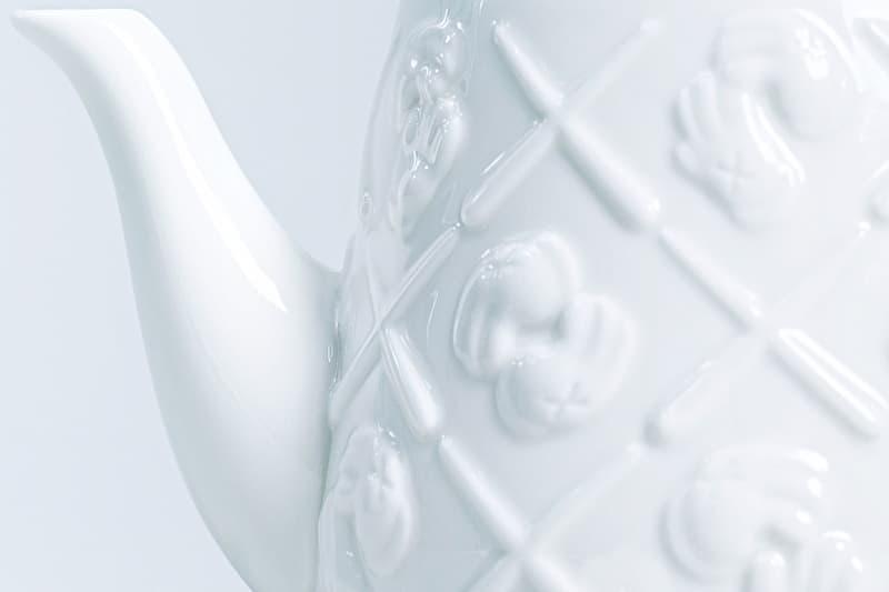 "AllRightsReserved 再度攜手友好 KAWS 推出全新 ""XX"" 陶瓷茶壺"