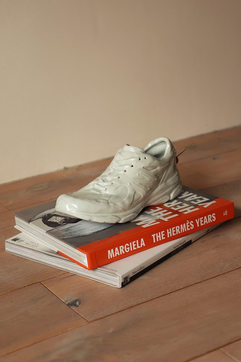 Sillage 以 New Balance 經典鞋廓 990v3 打造別注陶瓷線香台座