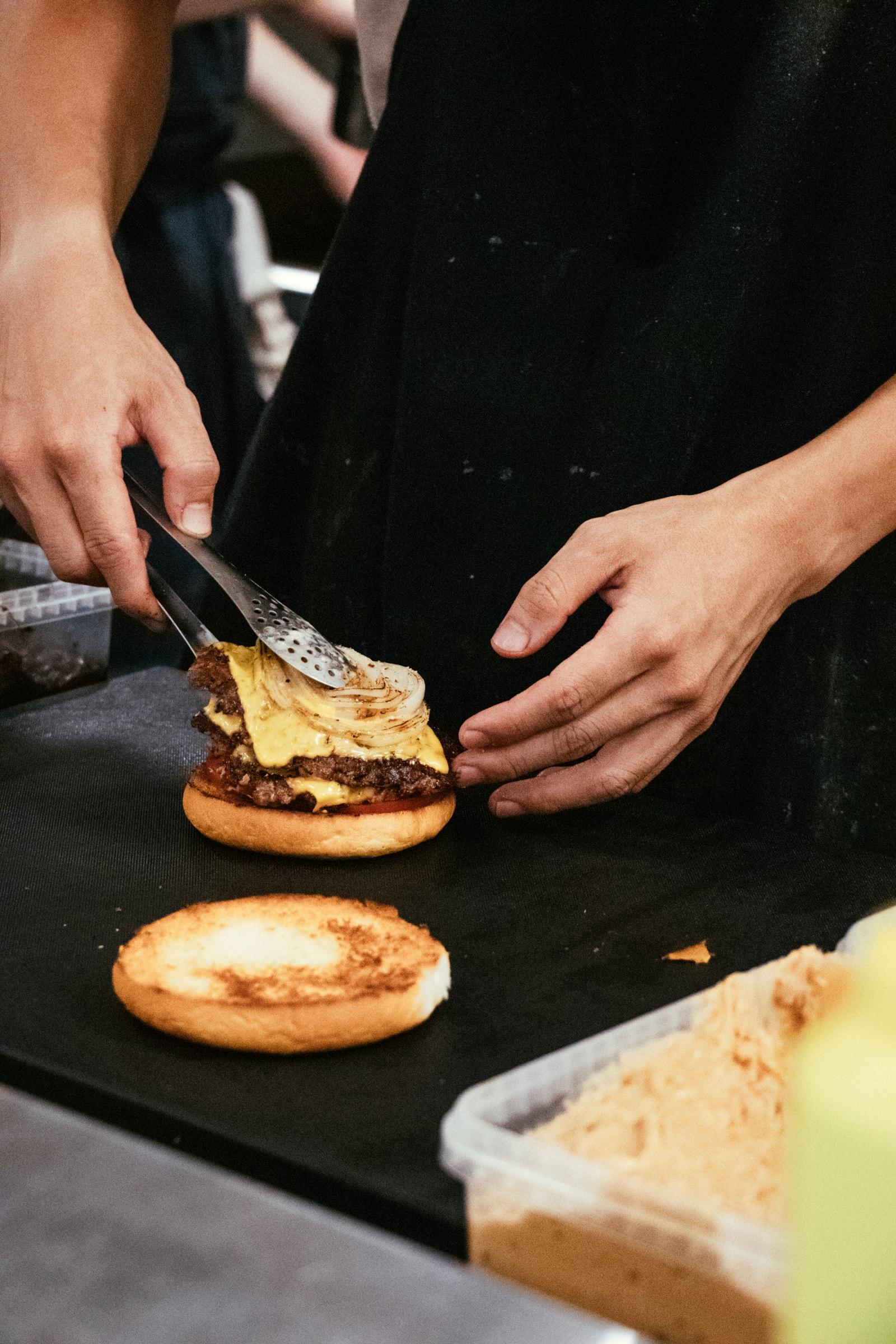 在「灶腳」開的演唱會:《Cook the Vibe顏社煮場秀》|HYPEBEAST Eats