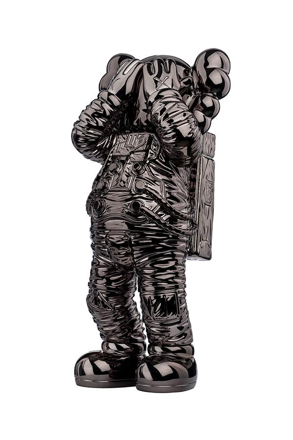 「KAWS:HOLIDAY」第五站太空限定 COMPANION 公仔發佈
