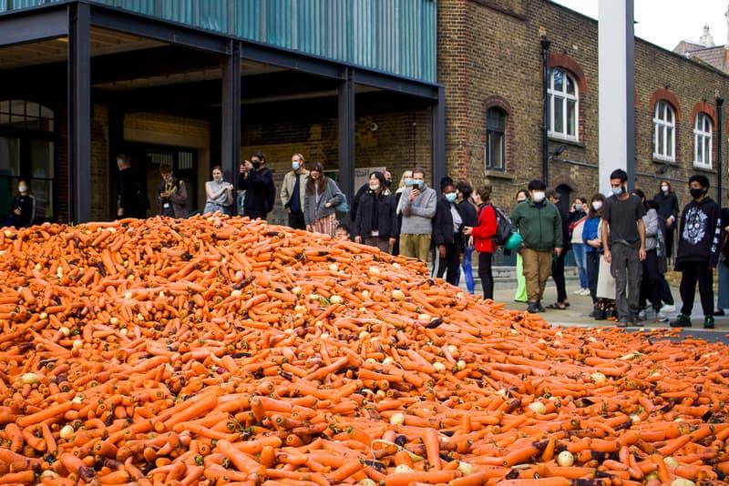 藝術系學生因「傾倒 24 萬根胡蘿蔔」之行為藝術引來廣大批評