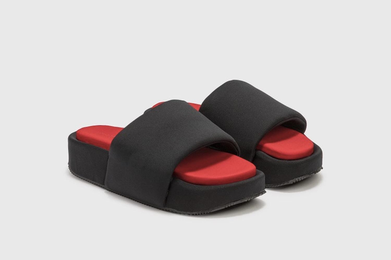 對抗濕熱夏季!嚴選 8 款人氣品牌涼拖鞋單品推介