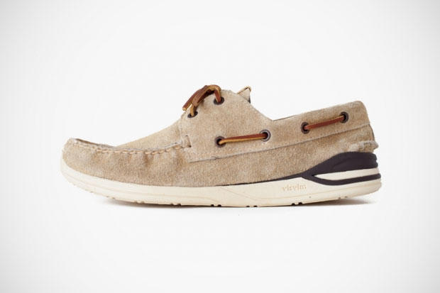 buy popular 1c128 d1a9f visvim introduces the latest colorway iteration to its HOCKNEY 2-EYE-FOLK  for Spring 2012. The pair