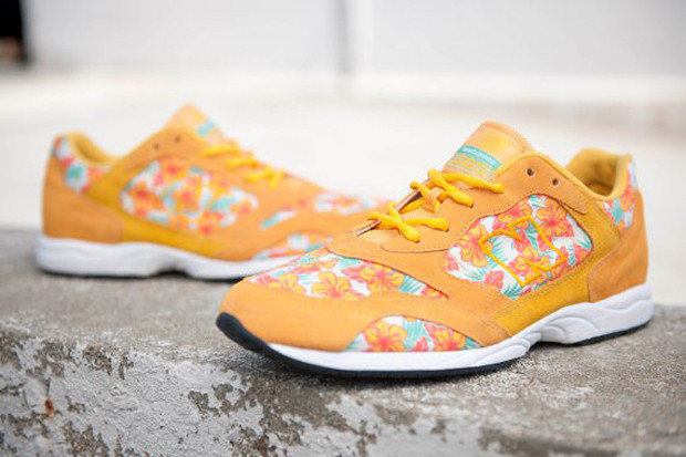 Urban Outfitters x New Balance 205