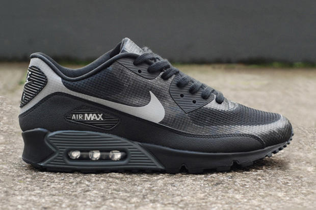 huge selection of 48c15 5f01e The Nike Air Max 90 Hyperfuse is back again in a restrained black colorway  with a bit of a secret.