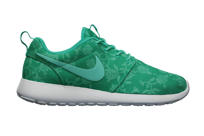 sports shoes aaa30 400d8 Nike Roshe Run Graphic