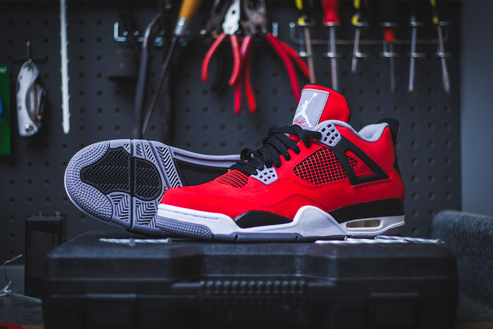 Air Jordan 4 Retro - Fire Red Cement Grey