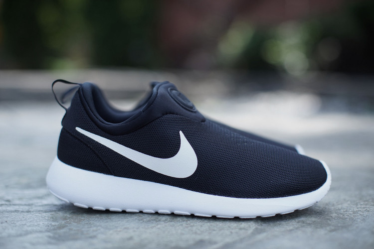 separation shoes 17e79 7c2f0 Nike Roshe Run Slip On Black White
