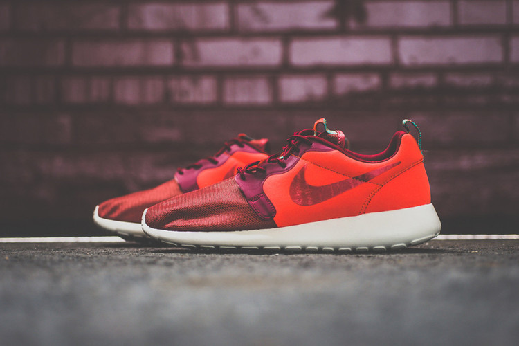 6f20c2ce81b6 Nike Roshe Run Hyperfuse Team Red   Catalina Poison Green